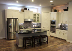 Kitchen 18 shown with Combination Frame CF101 cabinet door with MW8 rails and FP1/4″ panel.
